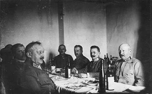 Báró Hazai Samu gyalogsági tábornok honvédelmi miniszter (balra) látogatása a 41. honvéd gyaloghadosztálynál 1916. március 15-én