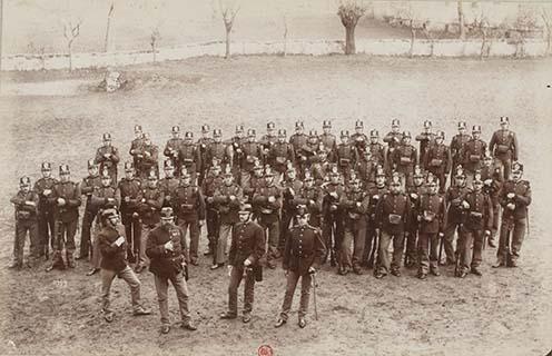3. Gyalogsági alakulat csákóban