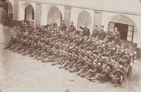 5. Tüzelőállásba helyezkedett gyalogsági alakulat