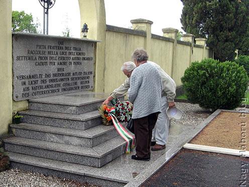 Koszorúzás a foglianói katonai temetőben