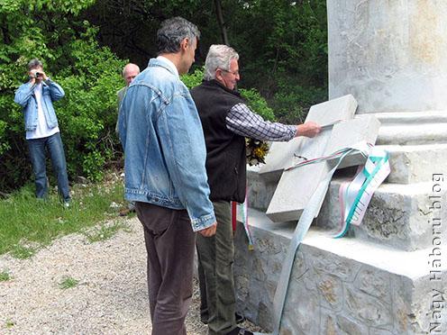 """Koszorúzás a """"Monumento Brigata Brescia"""" emlékműnél"""