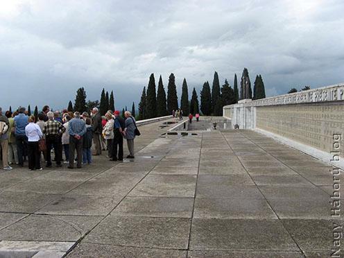 Csoportunk Redipugliában, az olasz katonai emlékhelyen