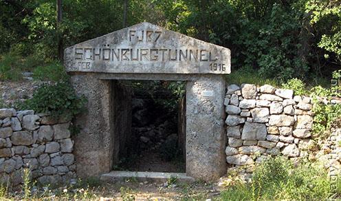 A Schönburg alagút keleti bejárata