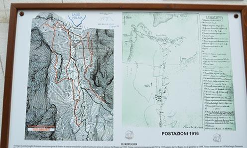 Korabeli térkép az olasz erődítésekről, információs tábla a turistaház falán