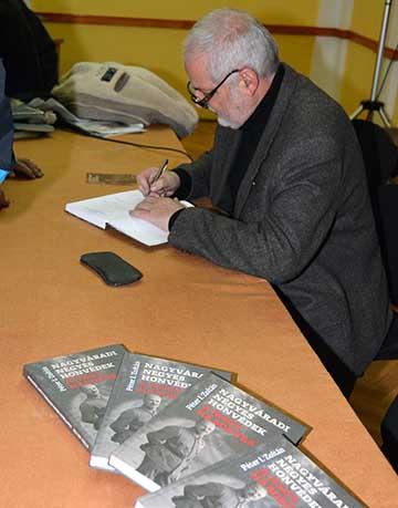 Az elkészült kötet dedikálása 2015. január 9-én az Ady Endre Líceum dísztermében tartott könyvbemutató után