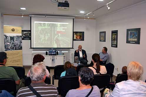 Könyvbemutató beszélgetés Pintér Tamással 2015-ben a Múzeumok Éjszakáján Pákozdon, a Katonai Emlékparkban