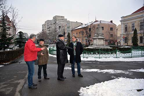 Ady Endre szobra és emlékszobája mellett Sárközi Zoltán, Bánkuti Ákos, Péter I. Zoltán és T. Hámori Ferenc barátainkkal 2015 januárjában
