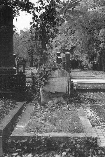 A sír a felújítás előtt az 1990-es évek végén