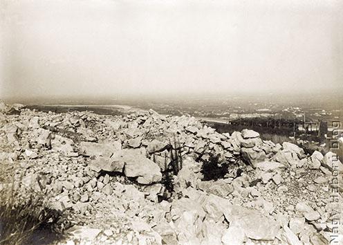 A Monte San Michele csúcsa háttérben az Isonzóval