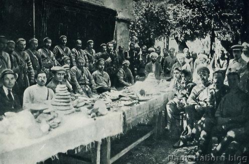 Fergana-völgyi szárt (turkesztáni) lázadók 1921-ben. A szovjet propaganda – nem minden alap nélkül – baszmacsinak, azaz rablóknak nevezte a földjük visszafoglalásáért harcoló muzulmán harcosokat. Halhodzsa a lázadók egyik hadura volt