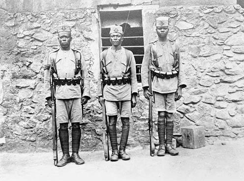Kings African Rifles. A brit hadsereg kötelékében szolgáló afrikai katonák Német Kelet-Afrikában.