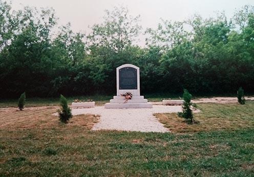 Az emlékmű kevéssel az 1996. május 31-ei felavatása után