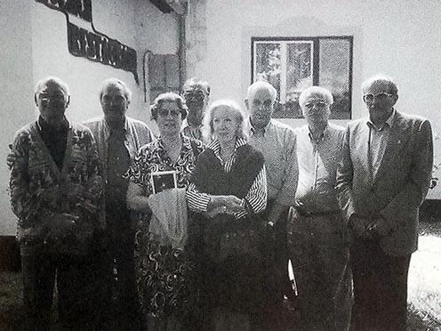 Az olasz résztvevők egy másik csoportja. Balról az első Agostino Frescura, aki 1916-ban a táborban született