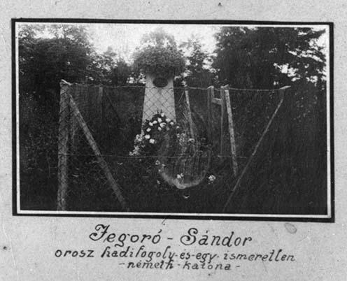 Jegeró Sándor és az ismeretlen német katona sírjal