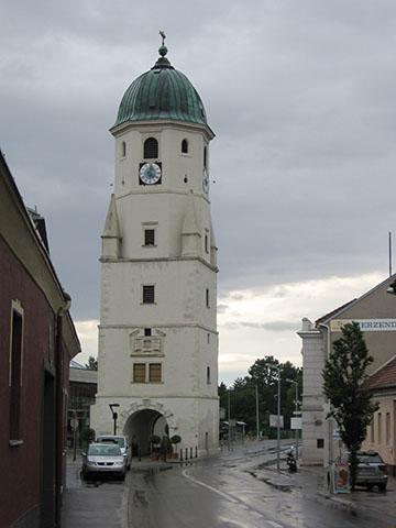 A fischamendi múzeumnak otthont adó ötemeletes torony