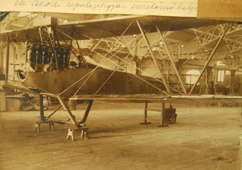 Az aszódi repülőgépgyár szerelőműhelye a háború alatt