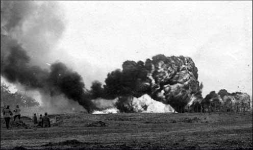 A fegyver legnagyobb hátránya az volt, hogy alkalmazás közben sűrű fekete füst képződött, mely magára vonta az ellenség tüzérségének figyelmét. A füst még 2–300 méter magasságban is sötéten gomolygott