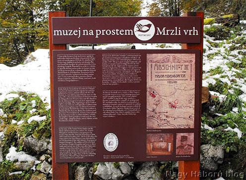 A Mrzli Vrh kaverna kápolnája előtt 2011 nyarán felállított többnyelvű emléktábla