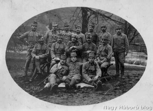 A cs. és kir. 86/III. zászlóalj katonáinak csoportja Selonál – középen Povázai Vince őrmester