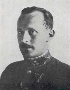 Vitéz Bertalan Árpád századosként. A Katonai Mária Terézia-rend lovagkeresztjének odaítéléséről szóló értesítést a századosi kinevezésének napján kapta meg
