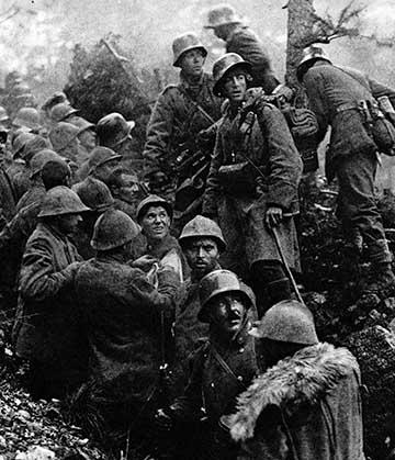 Német katonák és olasz foglyok Caporetto után