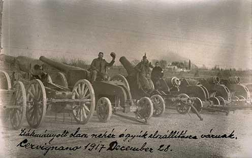 Zsákmányolt olasz nehézágyúk elszállítása váznak. Cervignano, 1917. december 28.