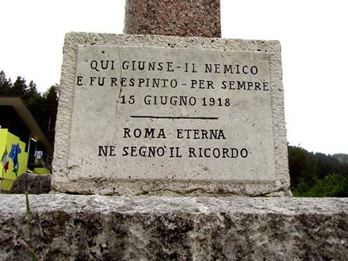 A Grappa hegységben több helyen emléktáblák jelzik, hogy meddig jutott el az ellenség a csatában
