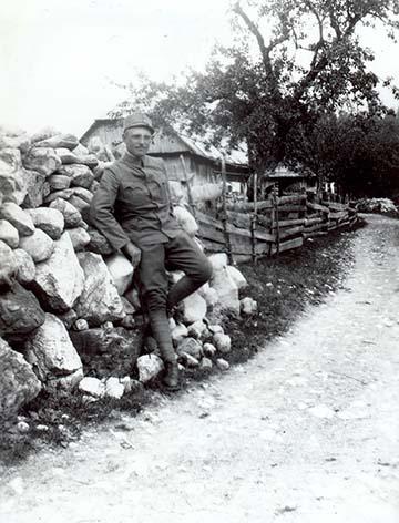 Dr. Szojka Kornél 1917. június 17-én 46-os főhadnagyként az olasz fronton
