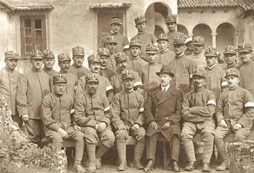 Önkéntesnek jelentkezett hadifoglyok Benessel a padulai táborban