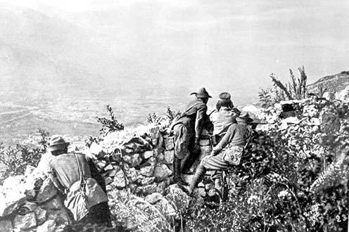 A csehszlovák hadosztály katonái a Doss Altón