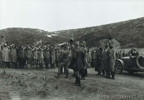 """""""Éljen a császár és király!"""" – Osztrák–magyar tüzérek ünneplik az angolok visszavonulását a Gallipoli-félszigetről 1916. januárjában"""