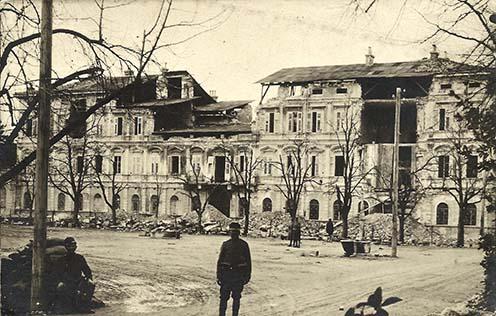 A Hotel Südbahn romjai Görzben 1917-ben