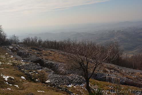 Helyreállított lövészárkok a Monte Sabotino nyugati oldalán napjainkban