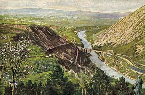 Görztől északra az Isonzó felett átívelő solkáni vasúti híd a Monte Sabotino tövében, korabeli képeslapon