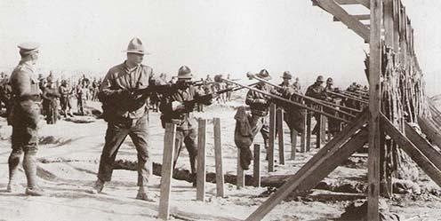332-esek szuronyhasználati kiképzésen Camp Shermanben