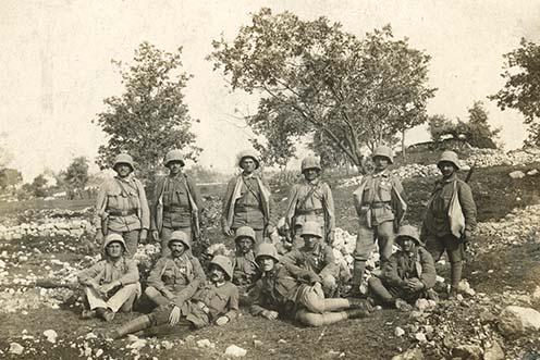 Rohamjárőr pihenőben az olasz fronton