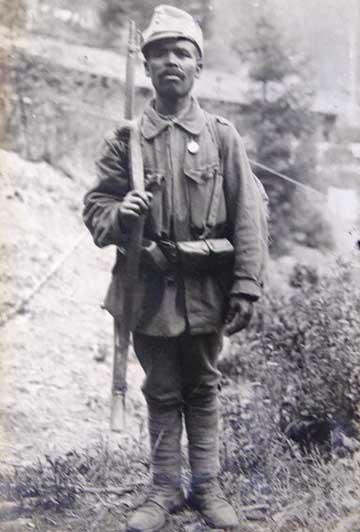 Oláh Gyuri cikkben is említett fotója, ami a 10-es Honvéd 1917. évi 6. számában jelent meg
