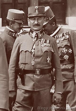 Lukachich Géza a Katonai Mária Terézia-rend lovagkeresztjének átvételekor 1917-ben