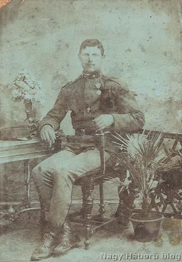 Gulyás Péter Zentáról vonult be és 1914 szeptemberében a szerb hadszíntéren, Loznicánál vívott harcokban veszítette életét
