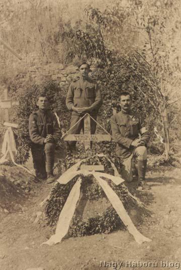 Vastag Pál cs. és kir. 8. huszárezredbeli szakaszvezető sírja. Vastag szakaszvezető az olasz hadszíntéren esett el 1918. szeptember 15-én. Az ő története szintén <a href=