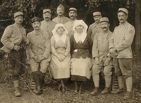 Amerikai önkéntes ápolónők francia katonák körében
