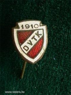 Az 1910-ben megalakult DVTK jelvénye