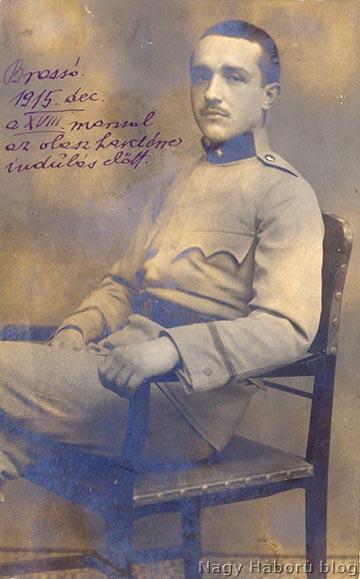 …és önkéntes őrvezetőként 1915 decemberében a frontra indulás előtt