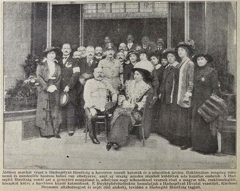A Hadsegélyező Hivatal elnöke, Kirchner Hermann altábornagy és neje (ülnek) a Hadsegélyező Bizottság tagjainak körében