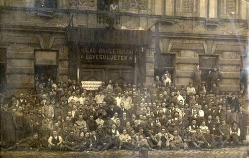 A művégtaggyár dolgozóinak csoportja 1919. május 1-jén