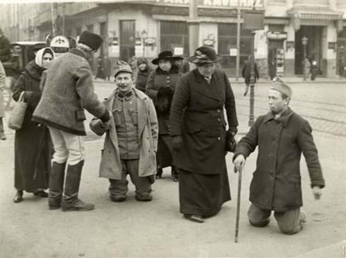 Utcán kéregető rokkant katonák, 1918 körül