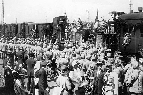 Katonavonat indul a Ferencvárosi pályaudvarról 1914 augusztusában
