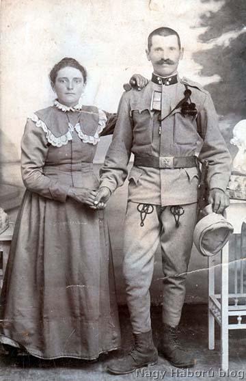 Közös gyalogezredbeli tizedes a feleségével