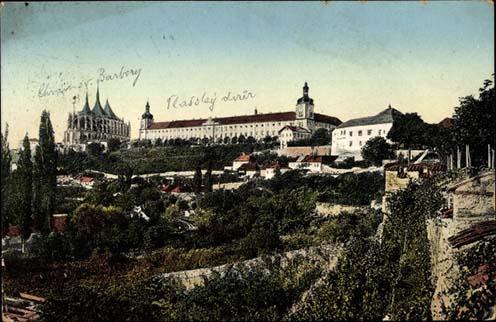 Korabeli képeslap a kuttenbergi gótikus székesegyházról és az egri pótzászlóalj laktanyájáról