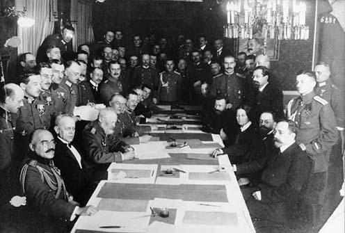 A német-osztrák-orosz fegyverszünet aláírása 1917. december 15-én
